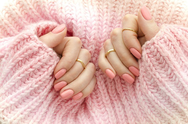 爪に優しい日本色!絵の具屋さんが作った胡粉ネイルが話題