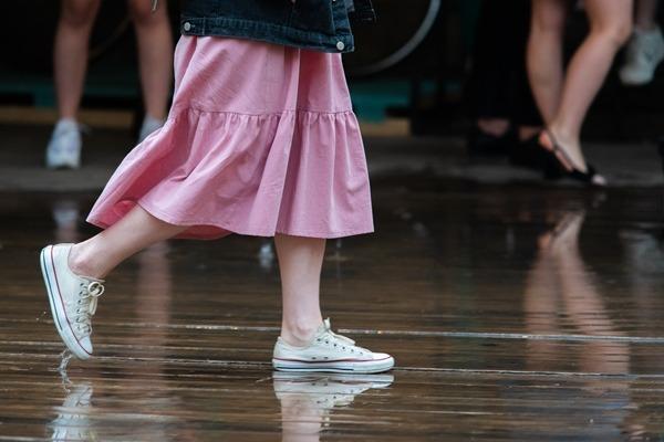 雨の日でも履けるスニーカーって?おすすめレインシューズ4つ