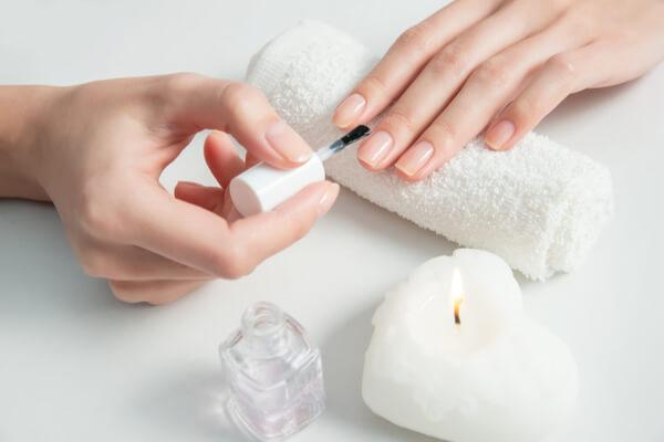 爪の縦ジワがなくなる!乾燥を防止する爪のお手入れ方法