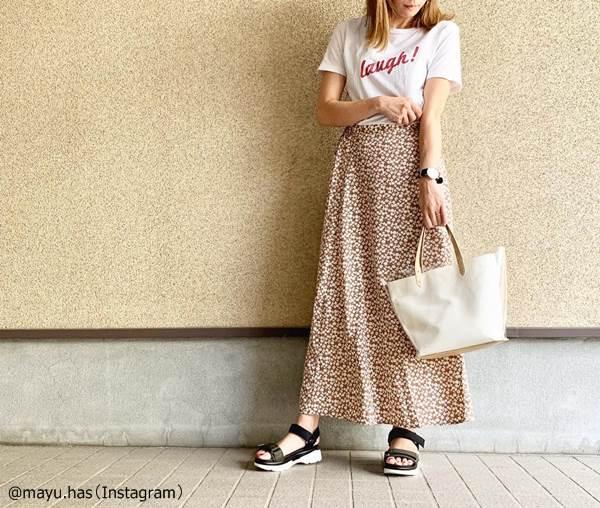 【GU】おしゃれ女子が色違いで買う「花柄フレアスカート」おすすめコーデ4つ