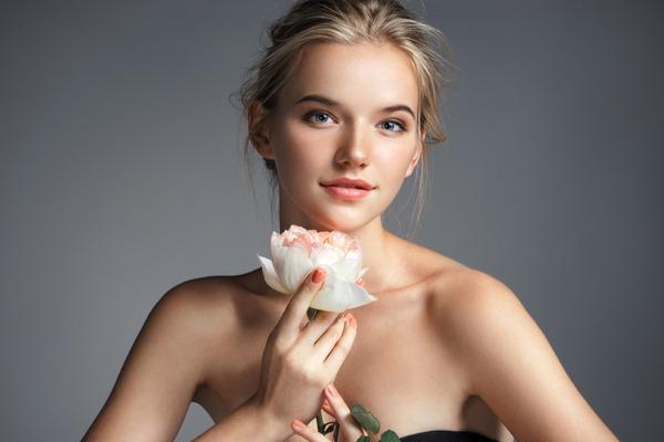毛穴ゼロでツルっつる…♡憧れの女優肌に近づく4つの方法とは?