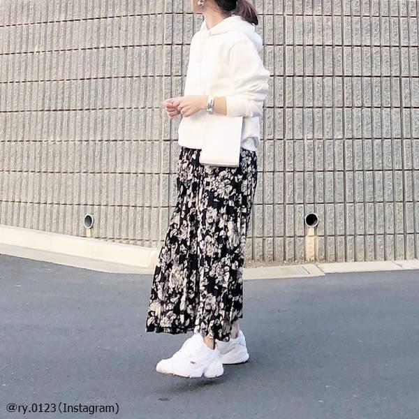 それちょっと痛いかも…オトナ女子にこそ似合う「花柄スカート」の使い方は?