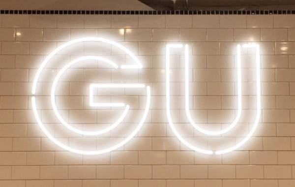 【GU】新作ワンピが話題!黒×細見え効果でスタイルアップが叶う♪