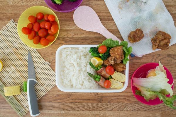 【セブンetc】お弁当はラクして継続♡コンビニ・スーパーの「優秀冷凍食品」4選