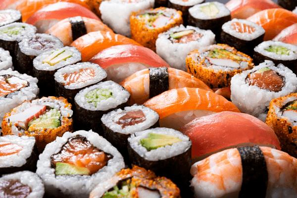 初の試み!?【はま寿司】テイクアウト限定「500円海鮮丼」が豪華すぎると話題に