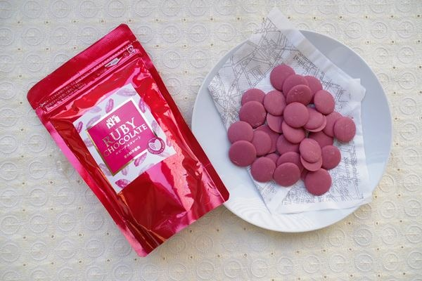 ただモノじゃない…【成城石井】のルビーチョコレートが美味しすぎるって噂
