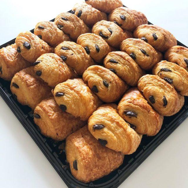 【コストコ】で買える絶品パンをご紹介!定番のディナーロールも♡