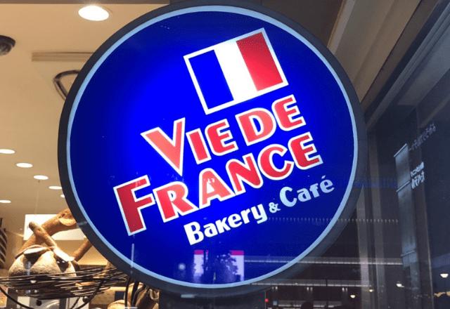 """「見つけたら絶対に買って!」ヴィドフランスの""""米粉入りのおむすびパン""""明太子味を完全レポ!"""